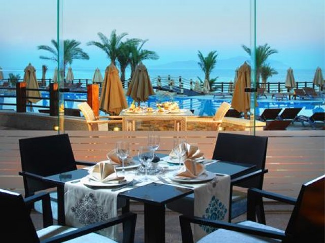 Отель Xperience Sea Breeze Resort 4*